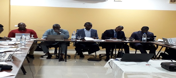 Au milieu, le directeur général du Fonsis, Ibrahima Kane, en compagnie de ses collaborateurs.