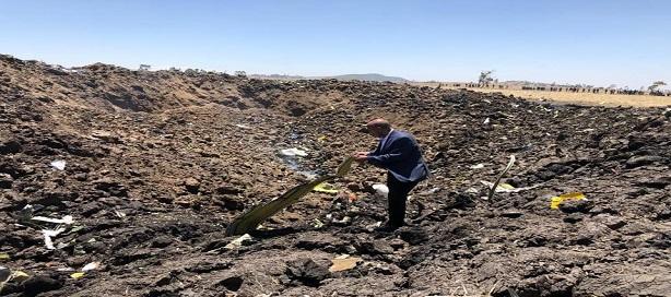 Le DG du groupe Éthiopian Airlines sur la scène de l'accident.