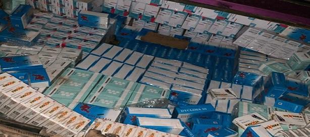 Saisie d'un véhicule Berline rempli de faux médicaments vers la frontière gambienne ( Keur Mbouki).