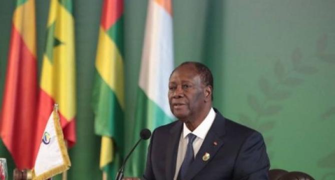 Alassane Ouattara en conférence de presse après la session ordinaire des chefs d'Etat de l'Uemoa.