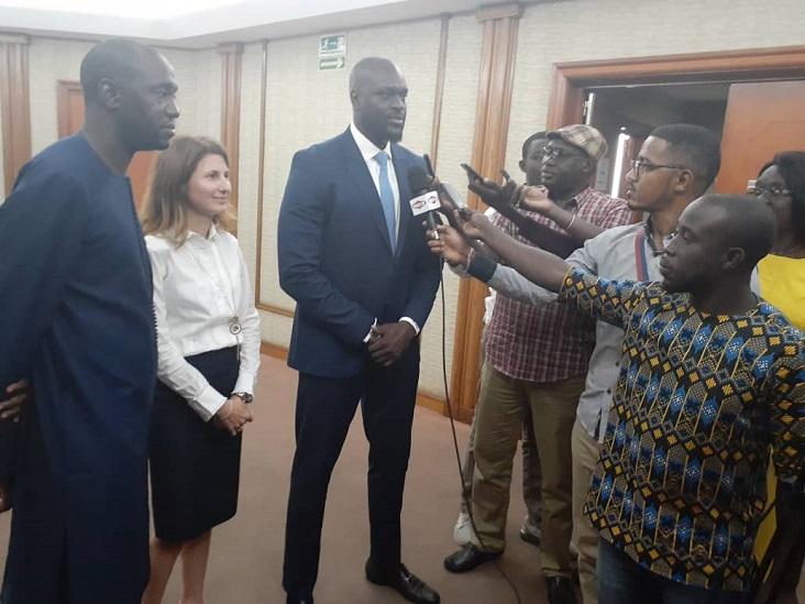 El Hadji Ibrahima Mané, Dircteur général à la Direction en charge des partenariats public privés au Sénégal, s'exprimant devant la presse.s
