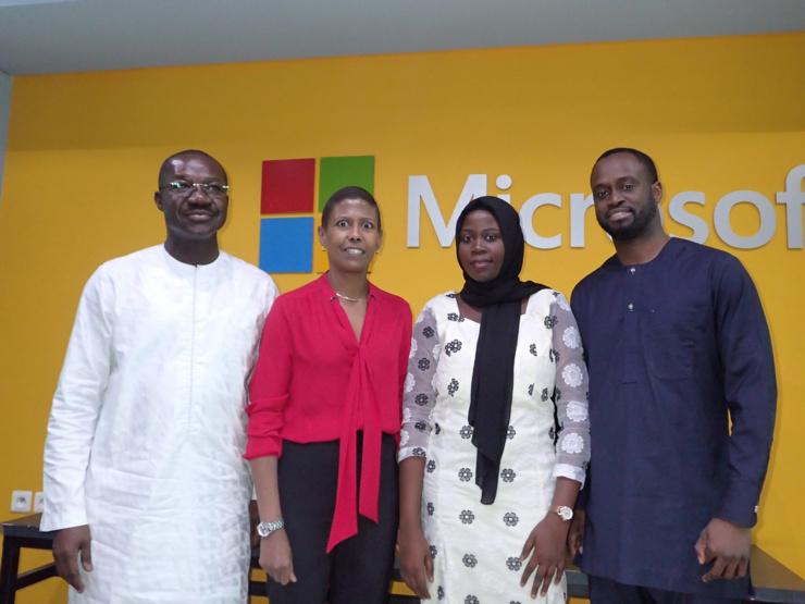 De gauche à droite : Omar Touré, Responsable YALI et spécialiste éducation, business et entrepreneuriat, Yacine Barro Bourgault, Responsable Business PME pour le Moyen-Orient et l'Afrique chez Microsoft, Seynabou Sene, diplômée de Polytechnique de Thiès, ancienne certifiée Yali et stagiaire chez ADN Tech, Momar Diop, DG de la start up sénégalaise ADN Tech.