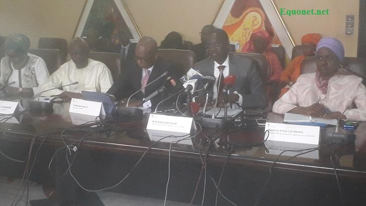 Au micro, Ahmadou Al Aminou Lô, directeur national de la Bceao pour le Sénégal.