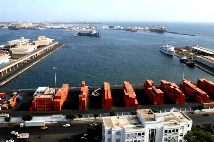 Vue aérienne du port autonome de Dakar.
