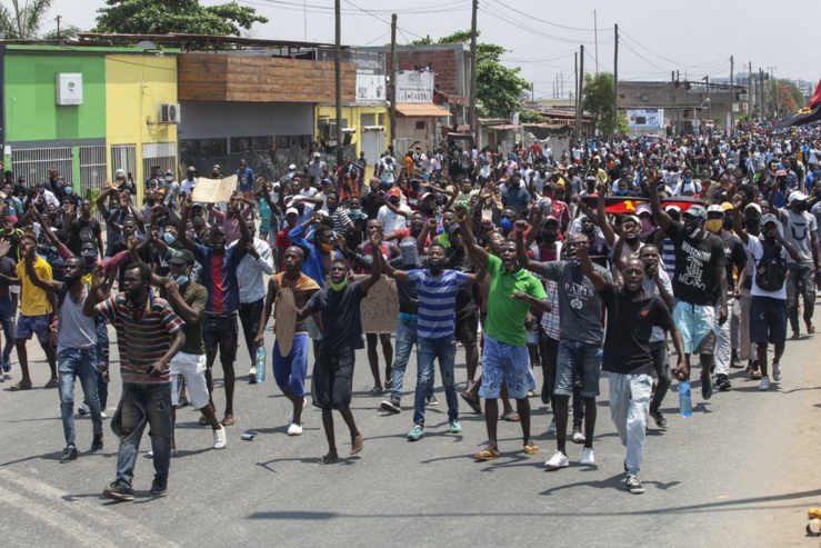 Les jeunes Angolais protestent pour de meilleures conditions de vie dans la capitale Luanda en 2020. EFE-EPA