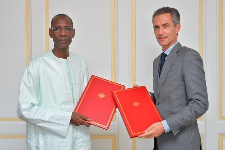 Abdoulaye Daouda DIALLO, Ministre des Finances et du Budget et Son Excellence Monsieur Philippe LALLIOT, Ambassadeur de France au Sénégal