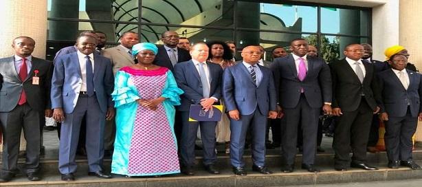 La Banque africaine de développement et la CEDEAO signent un accord portant sur l'étude de l'autoroute du corridor Abidjan-Lagos.