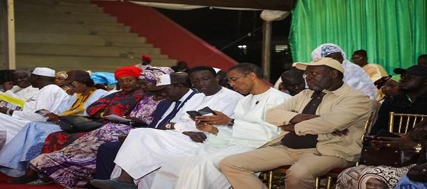 Amadou Bâ à côté du Maire du Plateau au meeting Mouvement Dental Emergent à Sorano.