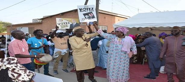 Mamadou Ndiaye et Maïmouna Ndoye Seck à la causerie de GMS aux HLM.
