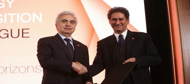 Francesco La Camera, directeur général d'IRENA, à droite et Fatih Birol, directeur exécutif de l'AIE, à gauche.