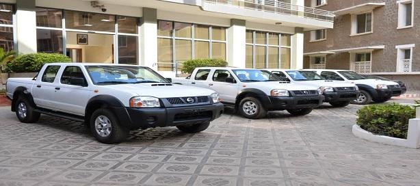 Quatre véhicules Pick-up offerts à l'Administration des douanes sénégalaises par la Compagnie sucrière sénégalaise pour lutter contre la fraude commerciale.