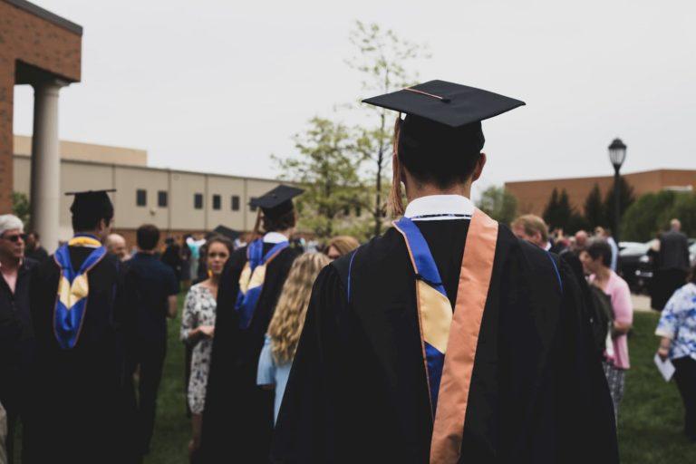 Aux États-Unis, la valeur des prêts étudiants en cours a plus que doublé en dix ans de 119,51%.