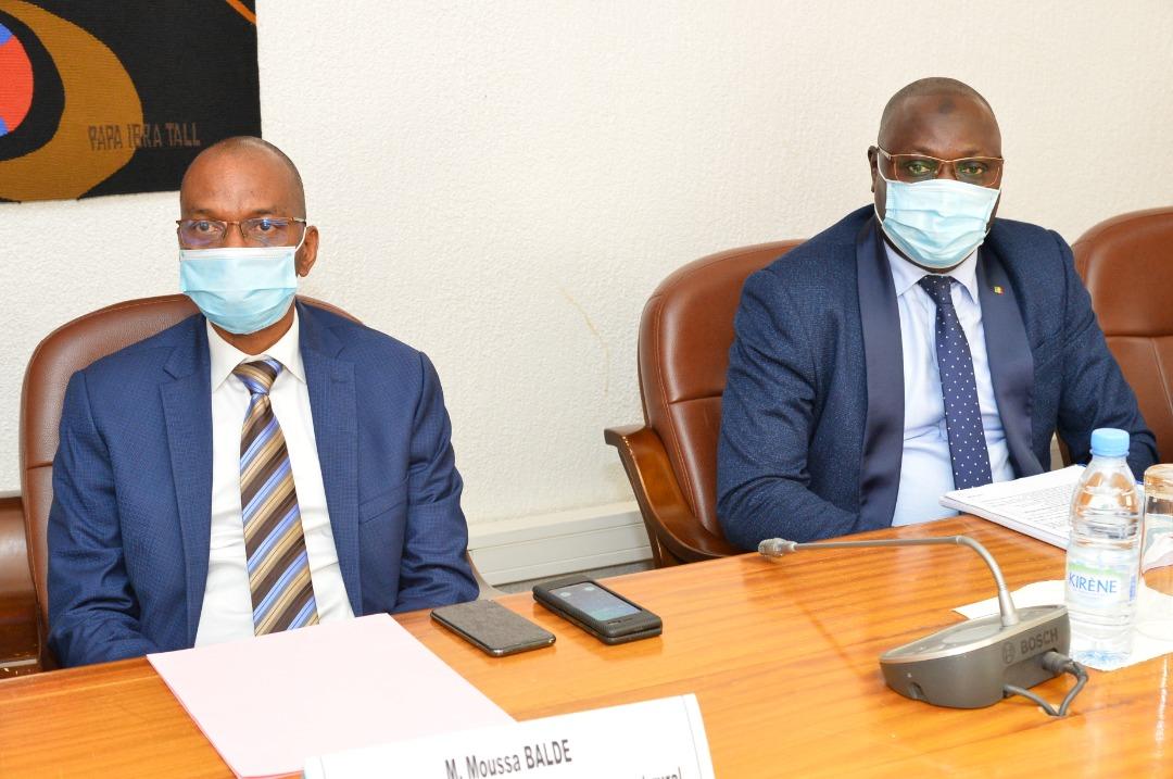 A gauche, Moussa Baldé, ministre sénégalais de l'Agriculture.