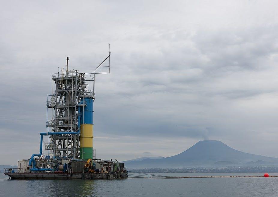 Extraction de méthane sur le lac Kivu.