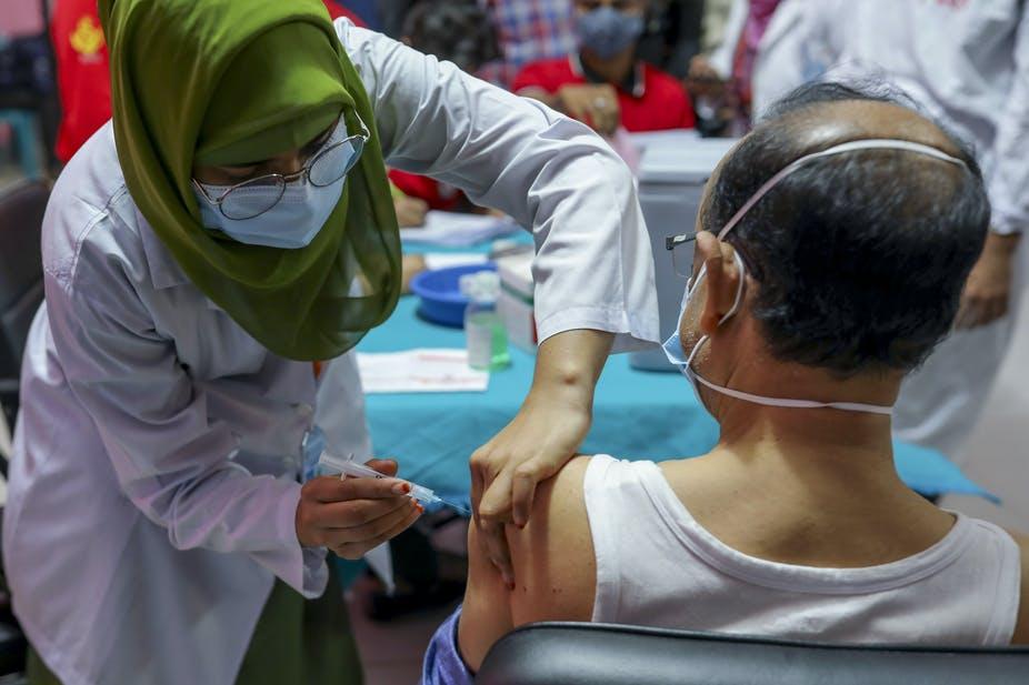 De nombreux pays dans le monde, comme le Bangladesh, ont commencé la vaccination contre le COVID-19. Kazi Salahuddin Razu / NurPhoto via Getty Images