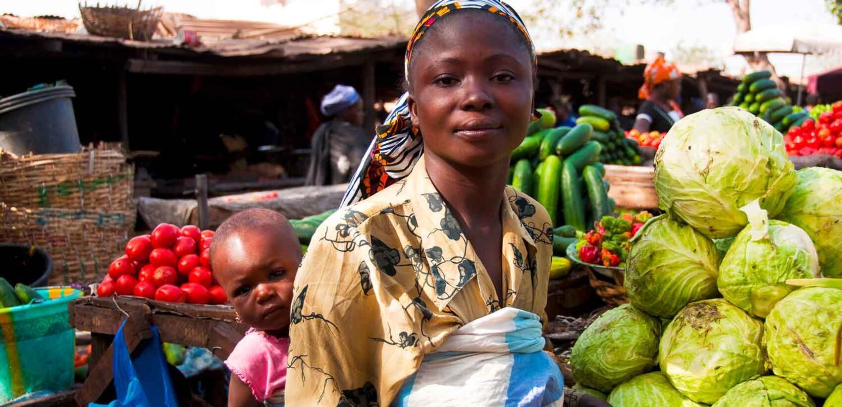 Une femme au marché.