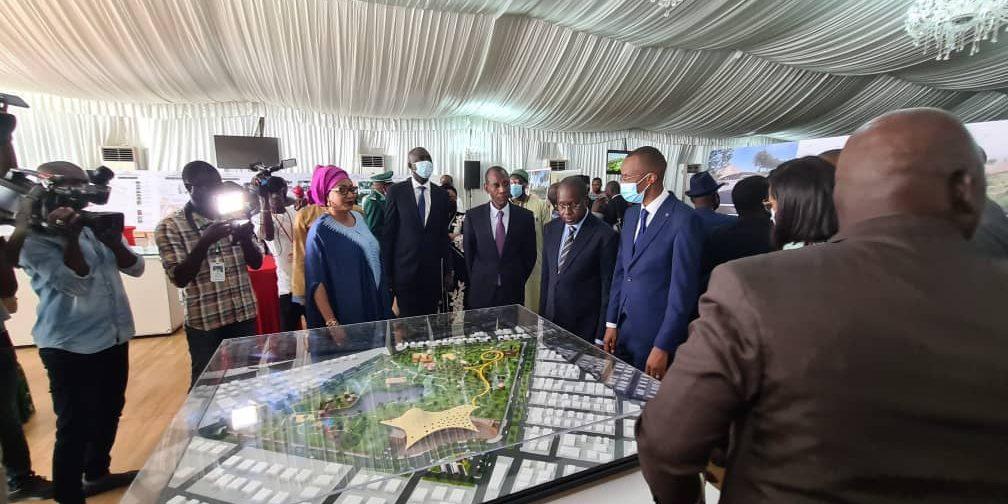 Signature du contrat de maîtrise d'œuvre entre l'Etat du Sénégal et le cabinet ''atelier d'architecture Djellali''.