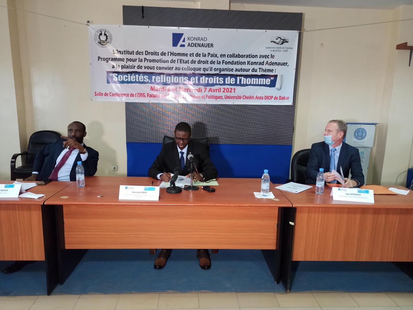 A droite, Ingo Badoreck, directeur régional du Programme pour la promotion de l'Etat de droit en Afrique subsaharienne de la Fondation Konrad Adenauer (image d'archive).