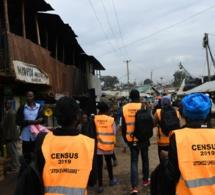 Recenseurs à Nairobi, Kenya. Les pays doivent collecter des statistiques comparables sur les populations.