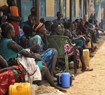 Des familles sud-soudanaises déplacées après les inondations du Nil. Les effets de la pandémie se sont ajoutés aux besoins de développement massifs du pays causés par les conflits, les inondations, les criquets et autres événements. (photo: Denis Dumo / Reuters / Newscom)