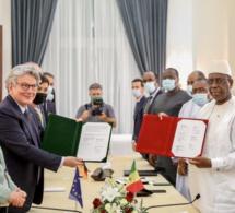 Sénégal-Europe: signature d'une convention de financement pour construire une usine de vaccins contre covid19