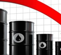 Baisse des cours pétroliers  consécutive au renforcement du dollar